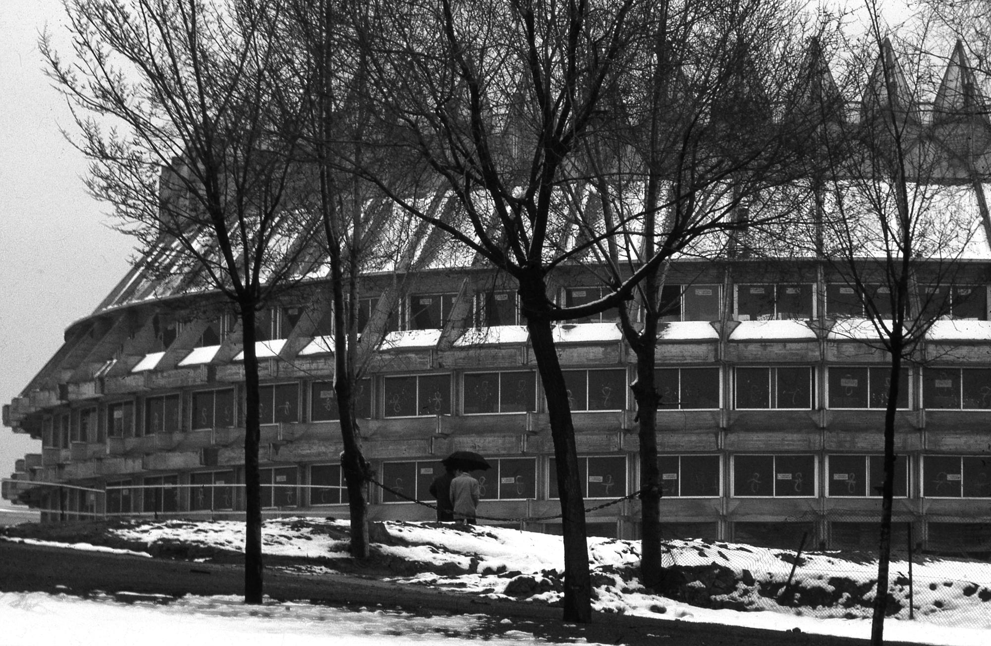 Centro de restauraciones, 'la Corona de Espinas' Ciudad Universitaria, Madrid Proyecto de F. Higueras en colaboración con Antonio Miró y J. A. Fernández Ordóñez 1965-1985