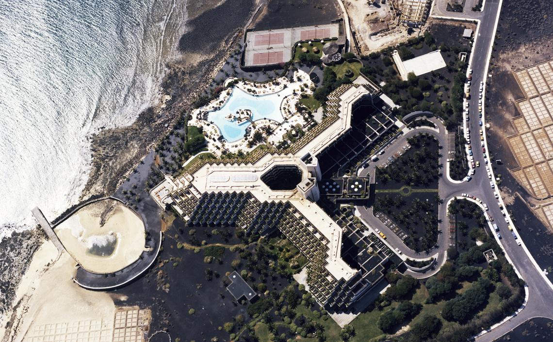 Hotel Las Salinas Costa Teguise, Lanzarote Proyecto de F. Higueras 1973-1977