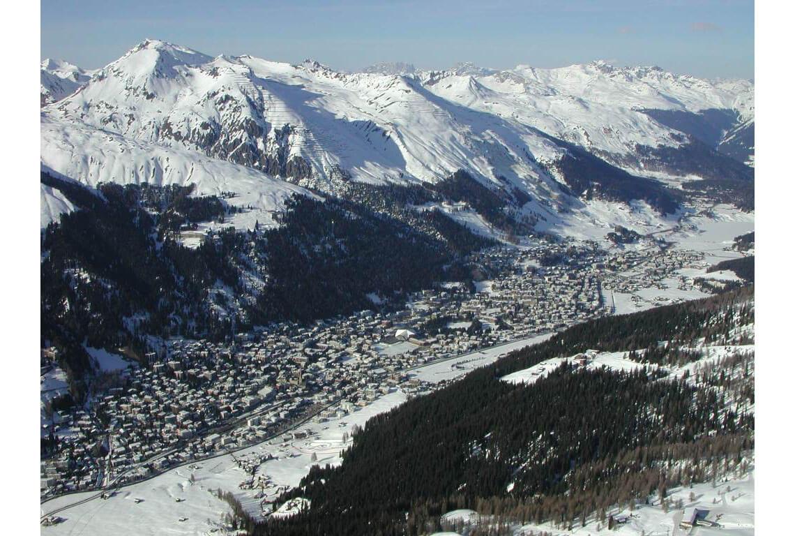 """Davos visto desde el aire en invierno (paisaje del entorno de """"La montaña mágica"""")"""